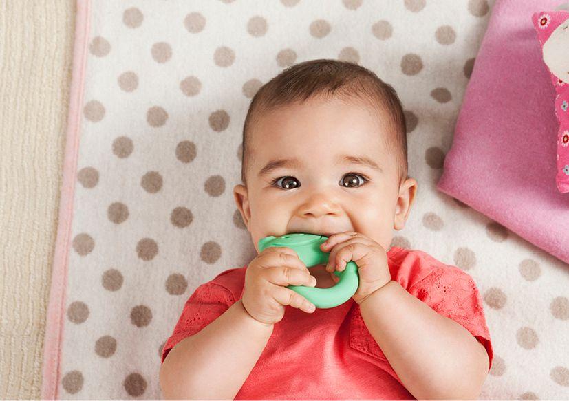 Feinmotorik beim Baby: Das richtige Spielzeug hilft